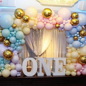 BALLOON ARCH WITH FRAME $850